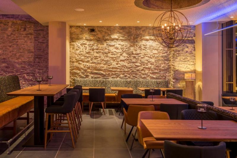 burg landshut restaurant weinstube bernkastel wittlich 2018. Black Bedroom Furniture Sets. Home Design Ideas